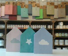 Huisjes geverfd met Annie Sloan Chalkpaint en onze te leuke sjablonen!  Annie Sloan Chalk Paint is te bestellen via www.debestekrijtverf.nl