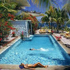 Hotel Las Hadas in Manzanillo, México. Photo: Slim Aarons