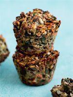 """Fra Anne Bechs populære bog """"Fit på 100 dage"""" bringer vi her opskriften på rugbrødsboller med masser af smag, sundt fedt og kagefornemmelse. Healthy Drinks, Healthy Snacks, Healthy Recipes, Fodmap, Paleo, Anti Inflammatory Recipes, Gluten Free Snacks, Happy Foods, Greens Recipe"""