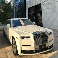 What's your favourite color on Phantom ? Rolls Royce Blanco, White Rolls Royce, Rolls Royce Dawn, Rolls Royce Phantom White, New Rolls Royce, Fancy Cars, Cool Cars, Rolce Royce, Royce Car