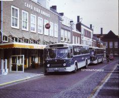 """Op de Markt te Oostburg centrale overstapplaats. Voor """"De Vier Emmers"""" lijn Brugge-Breskens en Cadzand."""