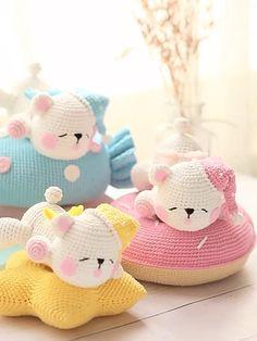 MINICUSCINI CON PUPAZZI Crochet Bunny Pattern, Crochet Patterns Amigurumi, Love Crochet, Crochet Gifts, Crochet Dolls, Crochet Baby, Crochet Pillow, Crochet Cushions, Kawaii Crochet