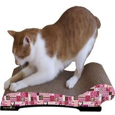 Scratch 'n Shapes Valentine Chaise Cat Scratcher - BD Luxe Dogs & Supplies - 1