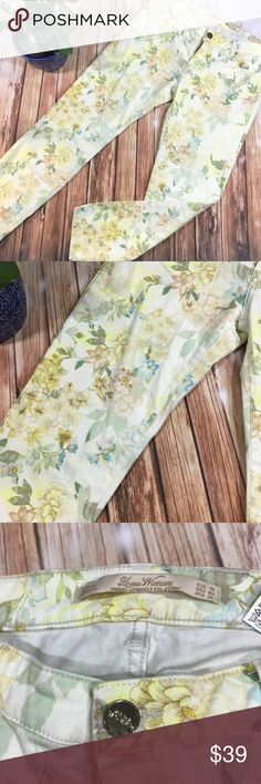 """Zara floral jeans Gorgeous yellow  and green pastel colors jeans with flowers imprint, stretchy, gently used,  slim fit ankle cropped ( inseam 25"""") size US 4 Zara Jeans Ankle & Cropped"""