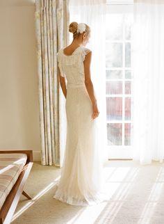 Our Favorite Brides Who Rocked Vera Wang - Style Me Pretty Wedding Aisles, Wedding Pics, Wedding Gowns, Wedding Bun, Wedding Bells, Dream Wedding, Classic Wedding Dress, Gorgeous Wedding Dress, Bridal Dresses