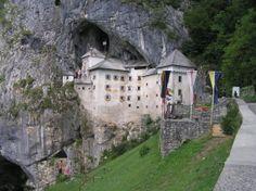 Eslovenia-Castillo de Predjama.