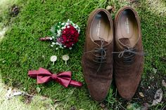Groom's essentials #wedding #groom #groomaccessories #accessories #shoes #groomsshoes #boutonniere #bowtie #cufflinks #weddingphotography #weddingphotographer #tetyanalux #tetyanaluxphotography