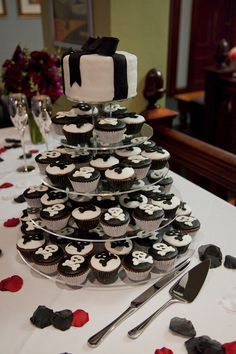 black and white skull wedding cake | ... wedding cupcakes cake ideas skulls wedding skull cakes skull wedding
