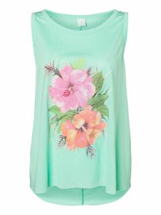 Wild flower printed top from VERO MODA. One of the cutest tops for summer. #veromoda #top #fashion #style #flowers #summer