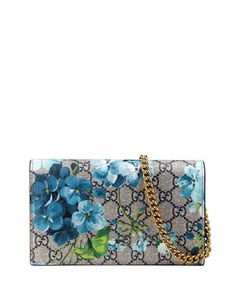 8691fd9725f Gucci blooms-print GG supreme canvas wallet with golden hardware. Removable  chain shoulder strap