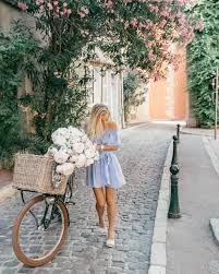 Znalezione obrazy dla zapytania travel in her shoes