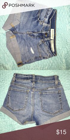 Bullhead blue jean shorts size 22 Blue jeans shorts that are super stretchy and comfortable! Bullhead Shorts Jean Shorts