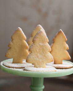 Standing 3D Christmas Tree Sugar Cookies - http://www.sweetpaulmag.com/food/standing-3d-christmas-tree-sugar-cookies #sweetpaul