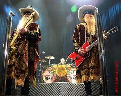 ZZ Top Live Shot of Whole Band #ZZTop #DusyHill #BillyGibbons #FrankBeard #Rock #Music zrockblog.com/...