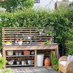 Get our best ideas for outdoor kitchens, including charming outdoor kitchen decor, backyard decorating ideas, and pictures of outdoor kitchen. Inspired by these amazing and innovative outdoor kitchen design ideas. Outdoor Kitchen Sink, Small Outdoor Kitchens, Outdoor Sinks, Outdoor Kitchen Design, Outdoor Spaces, Outdoor Living, Outdoor Decor, Kitchen Decor, Simple Outdoor Kitchen