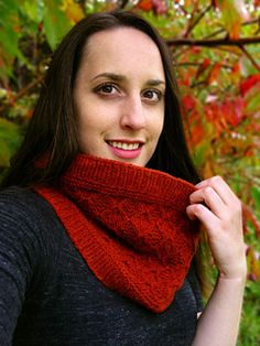 Baltic Amber Cowl features a textured slip-stitch pattern that will spice up any fall outfit. The pattern is offered in a neckwarmer and long loop option so you can choose the cowl that best suits your style. Worked up in DK weight yarn at a lofty gauge, this project will fly off the needles. Choose a more rustic yarn for a super cozy look, or change it up with a tightly spun variety to show off your stitches in high relief. #giftalong2014