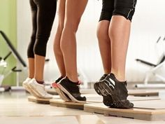 Workout Exercise calf exercises for women - Nothing adds to your physique like a pair of toned calves. Work these calf exercises and your entire workout game will change! Yoga Fitness, Fitness Tips, Fitness Motivation, Health Fitness, Workout Fitness, Calf Exercises, Calf Stretches, Skinny Mom, Workout Routines