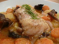 Filets de lotte au romarin et au safran, carottes, pommes de terre, panais, et champignons des bois