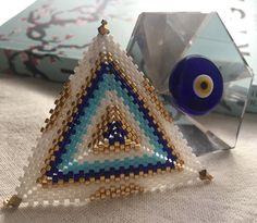 #miyuki #elişi #handmade #handmadeaccessories #jewelry #kadin #peyote #triangle #ucgenkolye #moda #fashion #instamoda #instajewelry #instagramhub #instadaily #instalike #jewellerydesign #modafeminina #anelli #bead #beadlover #beadweaving #perlesmiyuki #nazarboncugu