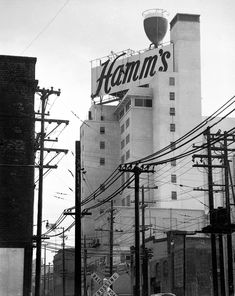 Pour a little out for SF's greatest sign ever: Hamm's Brewery - San Francisco Chronicle San Francisco At Night, San Francisco California, Sacramento, Hamms Beer, Brahma, Brooklyn, Beer Signs, New York, Bay Area