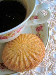 """""""Oikein hyviä"""" ja 10 pistettä, sanoo Anna Hilda. Minä voisin vielä lisätä sivuhuomautuksena """"hurjan helppoja"""". Makukin oli kohdallaan, ju... Sweet Bakery, No Bake Cookies, Baking Cookies, Creme Brulee, Cookie Bars, Cookie Recipes, Biscuits, Sweet Tooth, Food And Drink"""