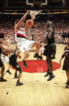 The Rasta Monsta: Brian Grant. Watched him with the Kings and the Blazers! Nba Pictures, Basketball Pictures, Stock Pictures, Stock Photos, College Basketball, Basketball Court, Brian Grant, Portland Trailblazers, Sports Images