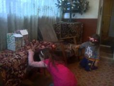 Phases funny and countries 2015 : Santa Claus hide gifts of children who do not obey the parents Geo, Parents, Santa, Country, Children, Funny, Gifts, Dads, Young Children