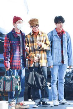 Bangtan's airport fashion is so fkn boyfriend I can't.- Bangtan's airport fashion is so fkn boyfriend I can't. Bangtan's airport fashion is so fkn boyfriend I can't. Jimin Airport Fashion, Bts Airport, Airport Style, Airport Outfits, Jikook, K Pop, Seoul, Jungkook Jimin, Taehyung