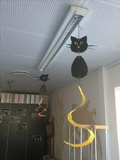 Fastelavns kat i børnehaven Kindergarten, Hello Kitty, Halloween, Kids, Design, Kittens, Cats, Dekoration, Crafting