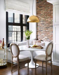 Blanco Interiores: O loft da Olivia Culpo! Kitchen Banquette, Banquette Seating, Dining Nook, Dining Room Design, Corner Banquette, Kitchen Nook, Mesa Saarinen, Los Angeles Apartments, Home Design