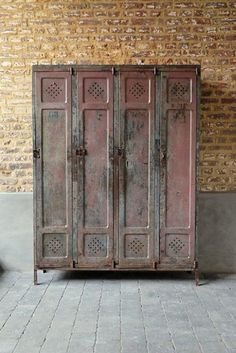 This factory locker was designed in the 1950s and features original patina on the painted metal. It is in good vintage condition, the doors open and close smoothly.