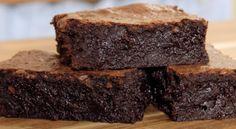 Το απόλυτο σούπερ υγρό brοwnies (Video) Fudgy Brownie Recipe, Fudgy Brownies, Easy Chocolate Pie, Chocolate Muffins, Oreo Pops, Cupcakes, Dessert Recipes, Desserts, Gastronomia