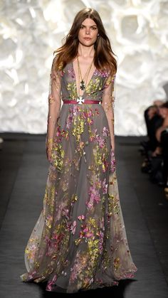Naeem Khan Spring/Summer 2015 via @stylelist | http://aol.it/1xLzzS9