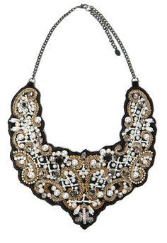 """Collar """"babero"""", de Zara"""