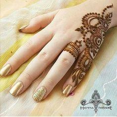 Mehndi is something that every girl want. Arabic mehndi design is another beautiful mehndi design. We will show Arabic Mehndi Designs. Henna Hand Designs, Mehandi Designs, Mehndi Designs Finger, Simple Arabic Mehndi Designs, Mehndi Designs For Girls, Modern Mehndi Designs, Mehndi Design Pictures, Mehndi Designs For Fingers, Latest Mehndi Designs