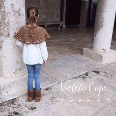 Nos encantan las capitas para el invierno!!! y a vosotras??? #violetacape #knitblogger #knit #crochet #fashion #kids #trendy