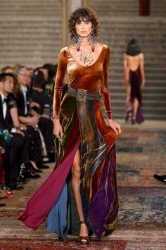 Ralph Lauren at New York Fashion Week Fall 2018 - Runway Photos Fall Fashion Trends, Fashion Week, New York Fashion, Runway Fashion, Boho Fashion, Autumn Fashion, Fashion Dresses, Womens Fashion, Fashion Design