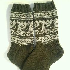 Ravelry: Pyryt pattern by Niina Laitinen - free knitting pattern Fair Isle Knitting, Free Knitting, Knitting Socks, Baby Knitting, Knitting Patterns, Crochet Socks, Knit Mittens, Knitted Hats, Knit Crochet
