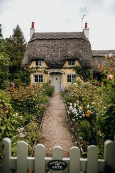 A Guide To The Most Beautiful Villages In The Cotswolds - Looking for the prettiest places to visit in England? Here is a guide to the most beautiful village - Fairytale Cottage, Storybook Cottage, Garden Cottage, Cute Cottage, Cottage Style Homes, Cottage House Styles, Cute House, English Countryside, English Country Cottages