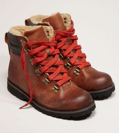 Gypsy Living Traveling In Style| A Gypsy Travels| Serafini Amelia| Hiking Gear| Men's hiking boot American Eagle