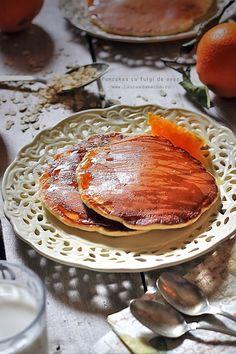 Pancakes cu fulgi de ovaz, retete culinare. Reteta de pancakes cu fulgi de ovaz si sirop de agave. Clatite americane cu fulgi de ovaz.