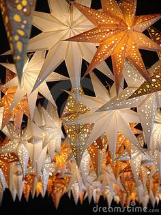 Paper Star Lanterns, obvi not real stars but still DIY Paper Lanterns Paper lanterns come in Paper Star Lanterns, Paper Lantern Lights, Paper Star Lights, Decorating With Paper Lanterns, Paper Lantern Decorations, Ideas Lanterns, Lantern Diy, Hanging Paper Lanterns, Gold Lanterns