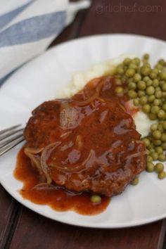 Salisbury Steak for a retro #WeekdaySupper   www.girlichef.com