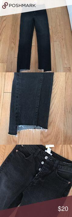 H and m size 2 black boyfriend jeans Adorable boyfriend jeans size 2 black denim high waisted. Ripped hem H&M Jeans