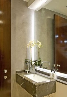 Small basin, feature lighting Small Basin, Bathroom Doors, Ramen, Creative Lights, Lak, Powder Rooms, Shower, Mirror, Lighting
