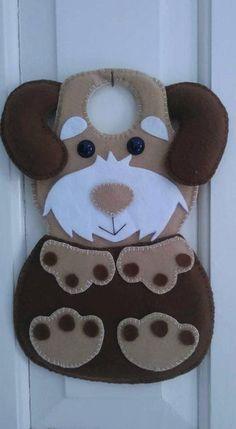 Foto Felt Ornaments Patterns, Felt Crafts Patterns, Felt Phone, Diy And Crafts, Arts And Crafts, Peg Bag, Felt Dogs, Felt Christmas, Felt Animals