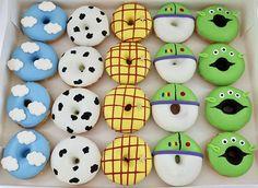 Toy story 4 theme birthday oreos #toystory4 #toystory #toystoryparty #toystorycookies #toystorycakepops #toystorybirthday #birthday #party… Woody Birthday, 2nd Birthday Party Themes, Toy Story Birthday, First Birthday Parties, Birthday Party Decorations, First Birthdays, 3rd Birthday, Toy Story Cupcakes, Toy Story Cookies