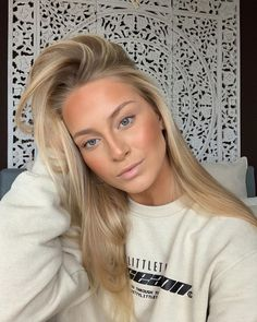 Image shared by ♡ elly ♡. Find images and videos about girl, fashion and beauty on We Heart It - the app to get lost in what you love. Blonde Hair Looks, Honey Blonde Hair, Natural Blonde Balayage, Beachy Blonde Hair, Hair Inspo, Hair Inspiration, Beige Blond, Color Rubio, Dream Hair
