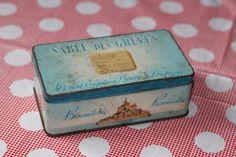 Vintage Antique Boite en fer ancienne Sablé des par lojaVintage, €12,80