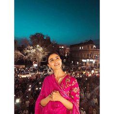 "Alia 🌸 on Instagram: ""राज मंदिर - जयपुर 🌟🧚♂️"""